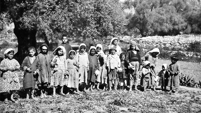ילדים ערבים ליד הבניאס בשנות ה-30. איפה הם היום? (צילום: חליל ראאד) (צילום: חליל ראאד)