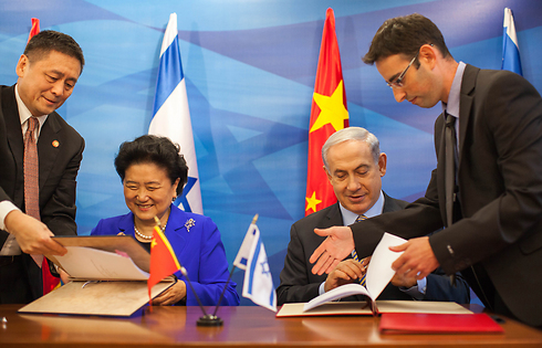 Prime Minister Netanyahu, right, with China's Deputy PM (Photo: Emil Salman/Archive)