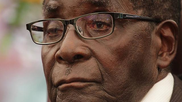 תוכן הציוצים נגד מוגאבה לא פורסם (צילום: AP)