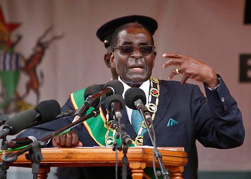 מסרב לאפשר קיום של תהליכי דמוקרטיזציה אמיתיים. מוגאבה (צילום: EPA)
