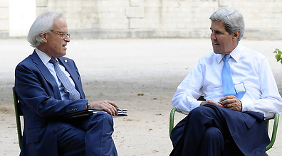 Martin Indyk (left) with US Secretary of State John Kerry (right). (Photo: AP) (Photo: AP)