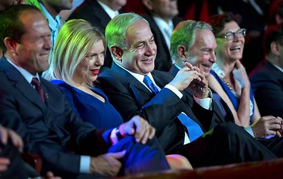 Enjoying the jokes. Bloomberg, the Netanyahu couple and Jerusalem Mayor Barkat (Photo: AFP)
