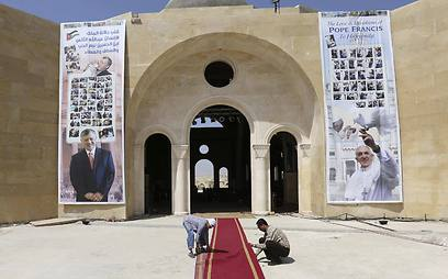 Preparations to the pope's visit at the Latin Church in Shouneh, Jordan (Photo: Reuters)