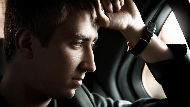 נפגעי טראומה מינית בילדותם עשויים לשחזר את התקיפה דרך חוויות חדשות שייצרו עם גברים זרים (קרדיט: Shutterstock) (קרדיט: Shutterstock)