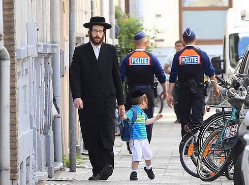 יהודים באנטוורפן. גם שם נאסרה שחיטה כשרה (צילום: AP) (צילום: AP)