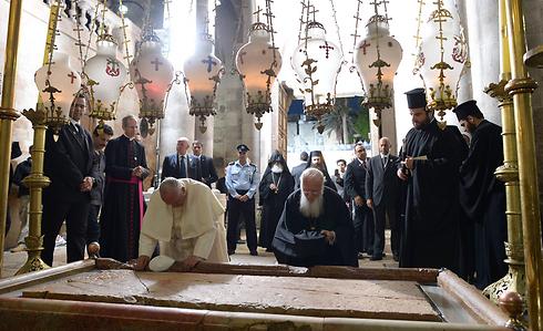 """בכנסיית הקבר ( צילום: עמוס בן גרשום/לע""""מ) ( צילום: עמוס בן גרשום/לע"""
