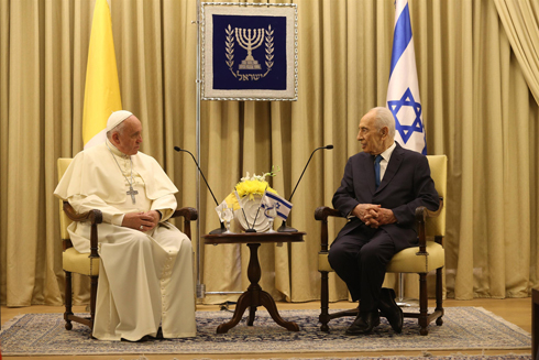 Pope Francis and President Peres meet at the President's Residence (Photo: Amit Shabi)
