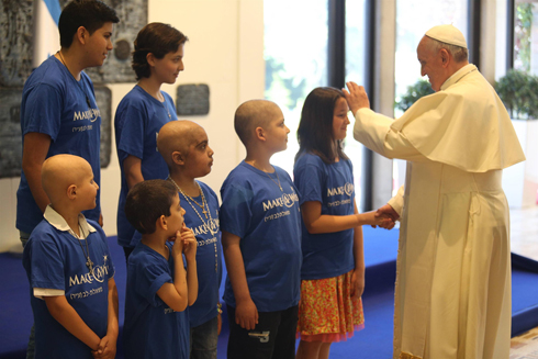 Pope Francis meets children at the welcome ceremony at the President's Residence (Photo: Amit Shabi)
