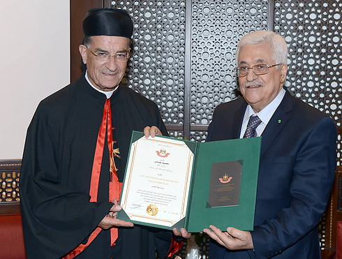 אבו מאזן והפטריארך המרוני של לבנון אל-ראעי (צילום: gettyimages) (צילום: gettyimages)