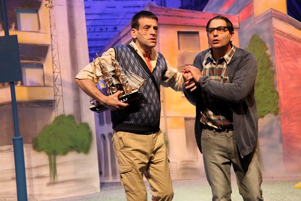 """אסף דגני (משמאל) בהצגה """"איפה הים"""". על ההתמודדות עם השונה (צילום: ירון מרחב)"""