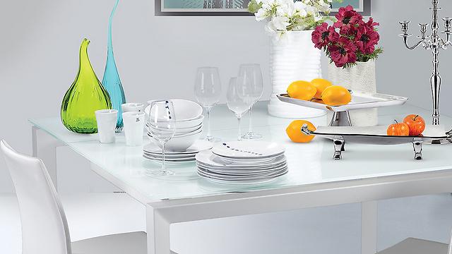 שולחן אוכל מעוצב בלבן של IDdesign (צילום: ישראל כהן) (צילום: ישראל כהן)