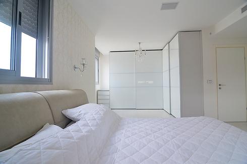 דלתות לבנות בחדר השינה של הרדור (צילום: הרדור) (צילום: הרדור)