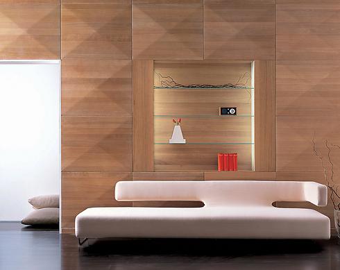 פינת ישיבה שמשלבת לבן עם צבעים מנוגדים של חברת אלוני ()