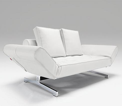 ספה לבנה של רשת עמינח (צילום: אינוביישן, עמינח) (צילום: אינוביישן, עמינח)