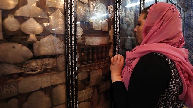 A Tunisian Jewish woman in Djerba Island (Photo: EPA)