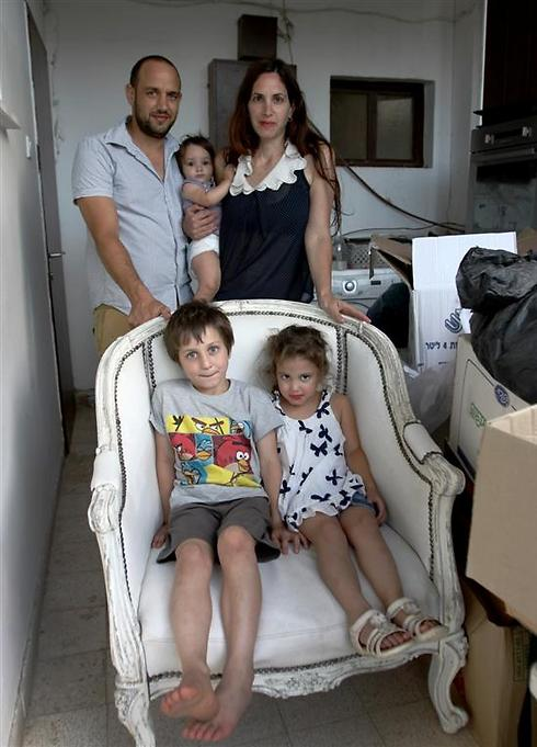 """משפחת יניקמן בהרכב מלא. """"לא מדובר בעסקה כלכלית"""" (צילום: אבי מועלם) (צילום: אבי מועלם)"""