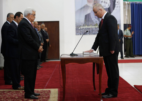 Mahmoud Abbas at swearing-in ceremony of the unity government (Photo: Reuters) (Photo: Reuters)