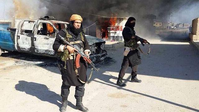 Al-Qaeda soldiers seize Mosul (Photo: AP)