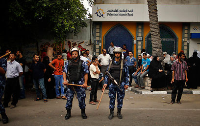 Hamas security forces guard Gaza banks (Photo: Reuters)