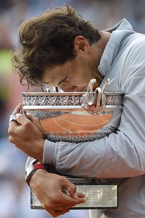 נאדאל. התרגש מאוד בסיום (צילום: AFP) (צילום: AFP)