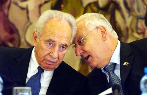 הנשיא המכהן ומחליפו (צילום: תומריקו) (צילום: תומריקו)