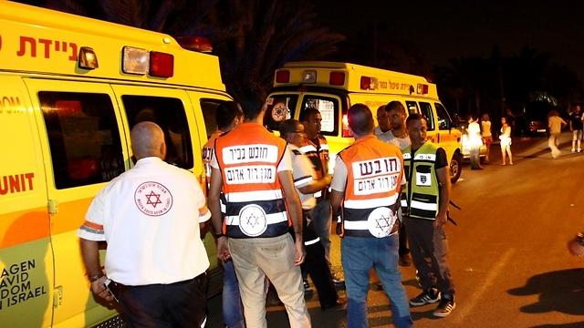 Magen David Adom teams at the murder scene (Photo: Avi Mualem)  (Photo: Avi Mualem)