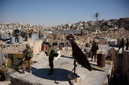 IDF go door-to-door in Hebron (Photo: IDF)
