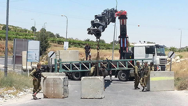 IDF forces setting up concrete barricades at entrance to Hebron