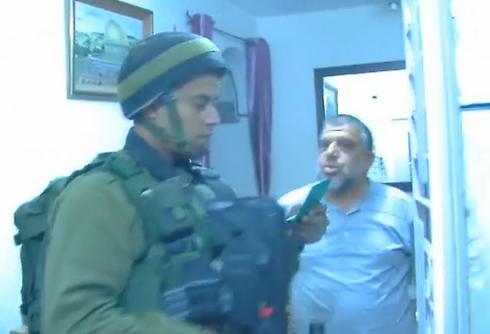 """מעצר חסן יוסוף          (צילום: דובר צה""""ל) (צילום: דובר צה"""