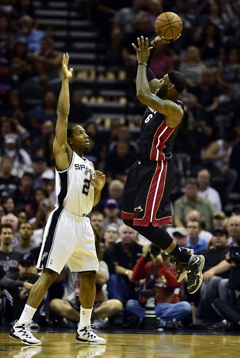 לברון ג'ימס בפעולה. הודה שהקשר עם קליבלנד הוא מעבר לכדורסל (צילום: רויטרס) (צילום: רויטרס)