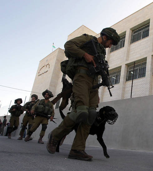 IDF forces in Hebron. (Photo: AFP) (Photo: AFP)