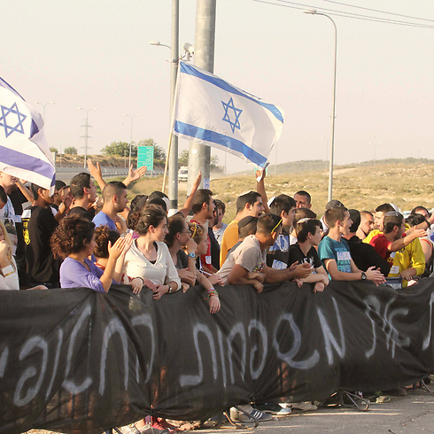 Protesters at Etzion Junction. (Photo: Ido Erez) (Photo: Ido Erez)