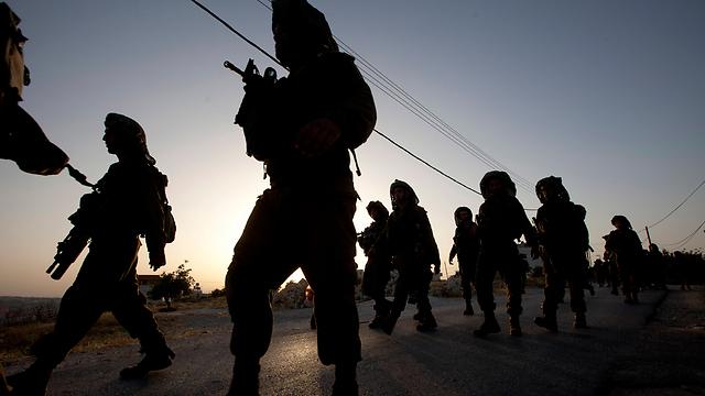 """כוחות צה""""ל בפעילות ביהודה ושומרון. """"נעשה הכל כדי לעזור"""" (צילום: AP) (צילום: AP)"""