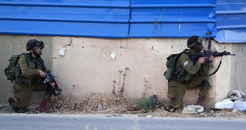 """כוחות צה""""ל בג'נין (צילום: AP) (צילום: AP)"""
