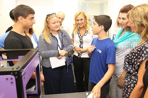 """ילדי """"מרכז היזמות"""" ואנשי רשת עמל (צילום: רפי דלויה) (צילום: רפי דלויה)"""