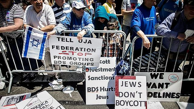Jews in the US protest the boycott against Israel. (Photo: AP)