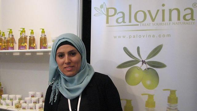 אלהאם זאבן. הישראליות שביקרו בתערוכה קנו את המוצרים שלה ()