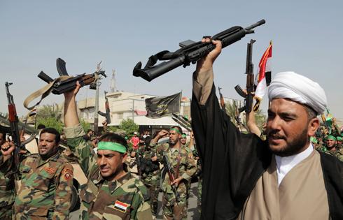 Shia militants in Iraq (Photo: AP) (Photo: AP)