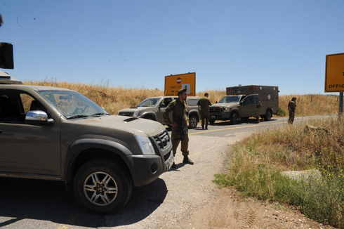IDF troops at scene of the attack (Photo: Avihu Shapira)