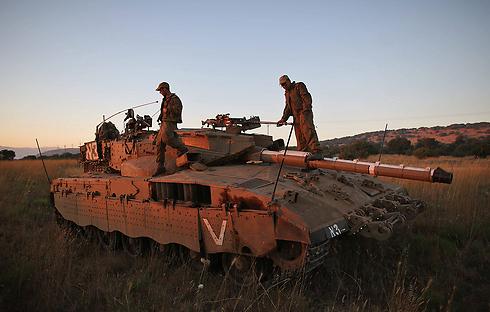 Israeli tanks on the border with Syria (Photo: EPA)