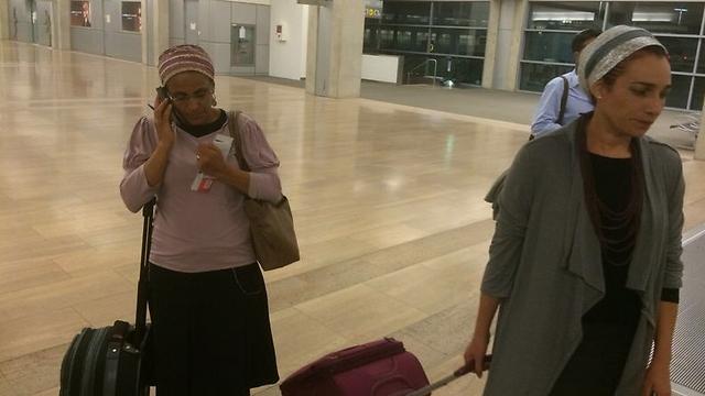 Bat Galim Shaer (right) and Iris Yifrach at Ben Gurion airport before takeoff. (Photo: Meir Turgeman) (Photo: Meir Turgeman)