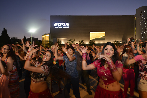 Dancing in the streets, Indian Style (Photo: Israel Melubani)