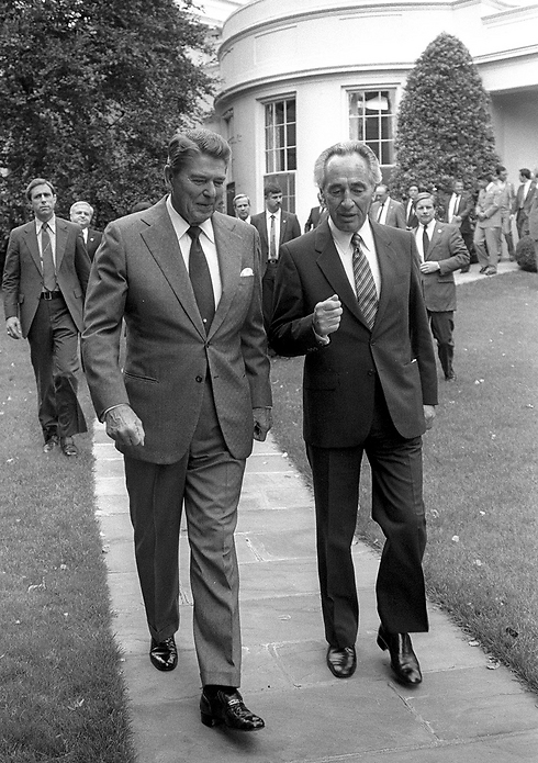 Peres with Reagan. 'A charming, captivating man' (Photo: Gettyimages) (Photo: Gettyimages)