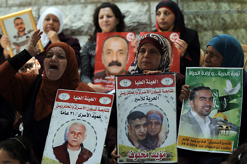 Palestinian women protest the detention of prisoners. (Photo: EPA)
