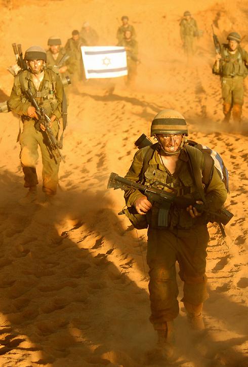 """הכלל הצה""""לי נשבר. לוחמים במלחמת לבנון השנייה (צילום: דן ברונפלד, דובר צה""""ל) (צילום: דן ברונפלד, דובר צה"""