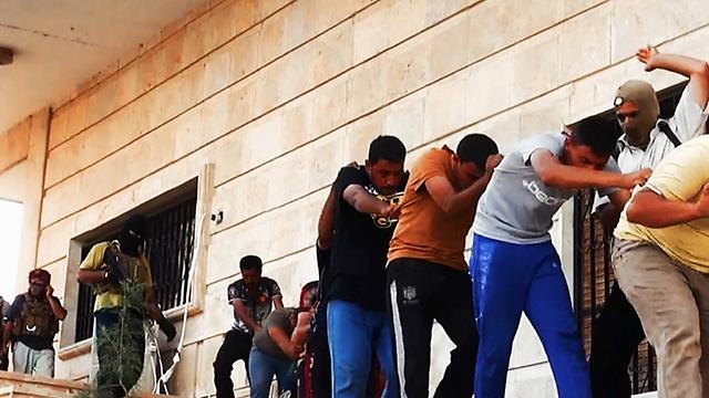 2014: הוצאה להורג על-ידי אנשי דאעש בעיראק (קרדיט: AP) (קרדיט: AP)