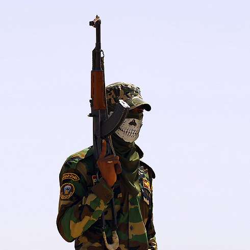 Shiite fighter near Anbar, Iraq (Photo: AFP)