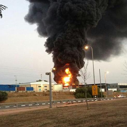 מפעל שנפגע מירי בשדרות (צילום: מיכל) (צילום: מיכל)
