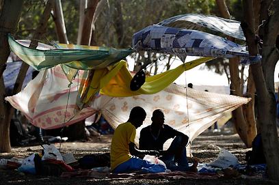Migrants' desert camp (Photo: Reuters)