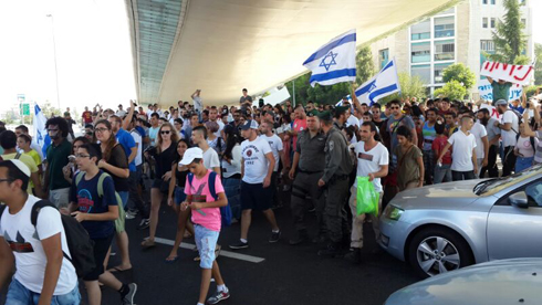 Jerusalem Chords Bridge protest (Photo: Noam Dvir)